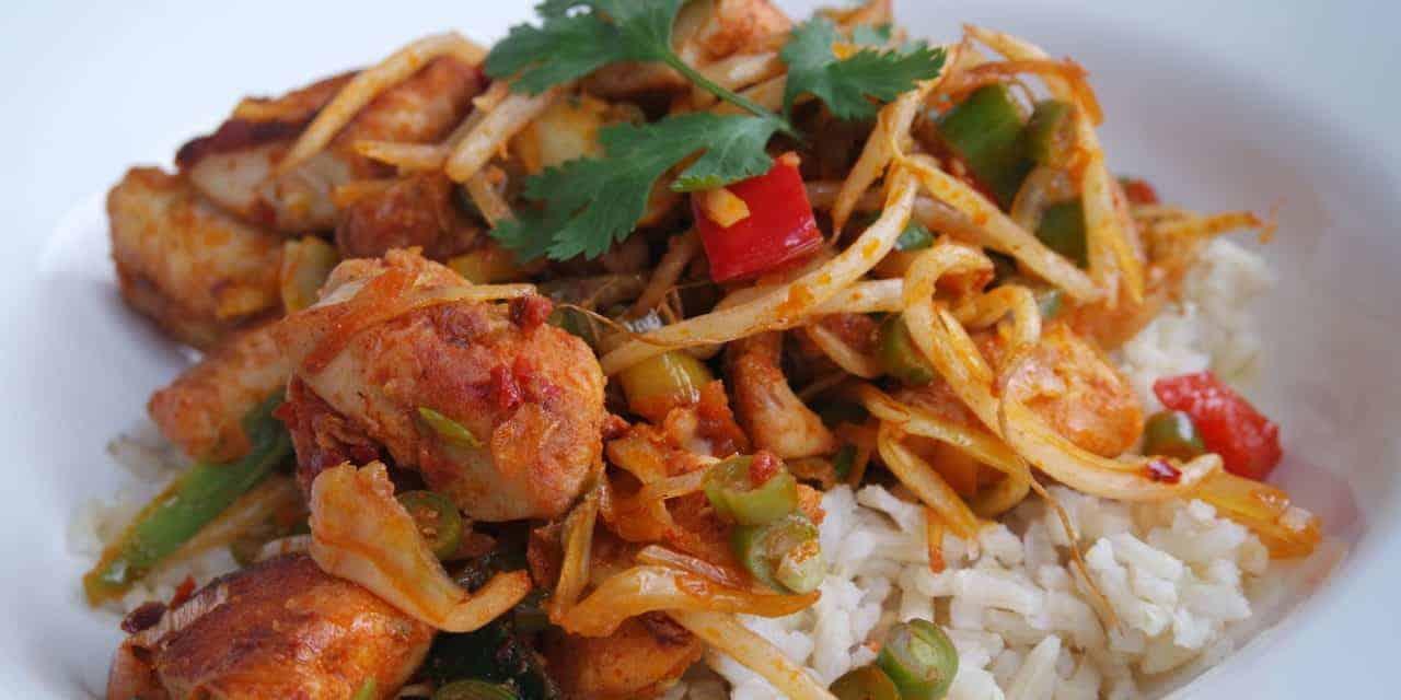 Bruine rijst met kip en groenten