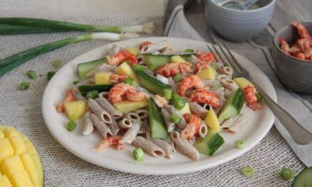 Makkelijk Aziatische rijstsalade met rivierkreeftjes