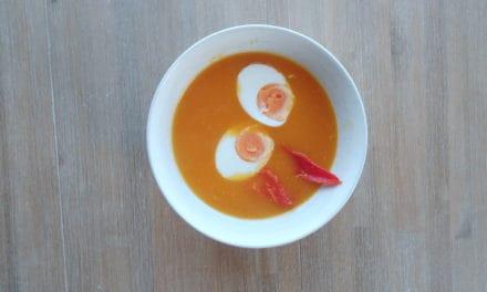Flespompoen soep met Indische twist.