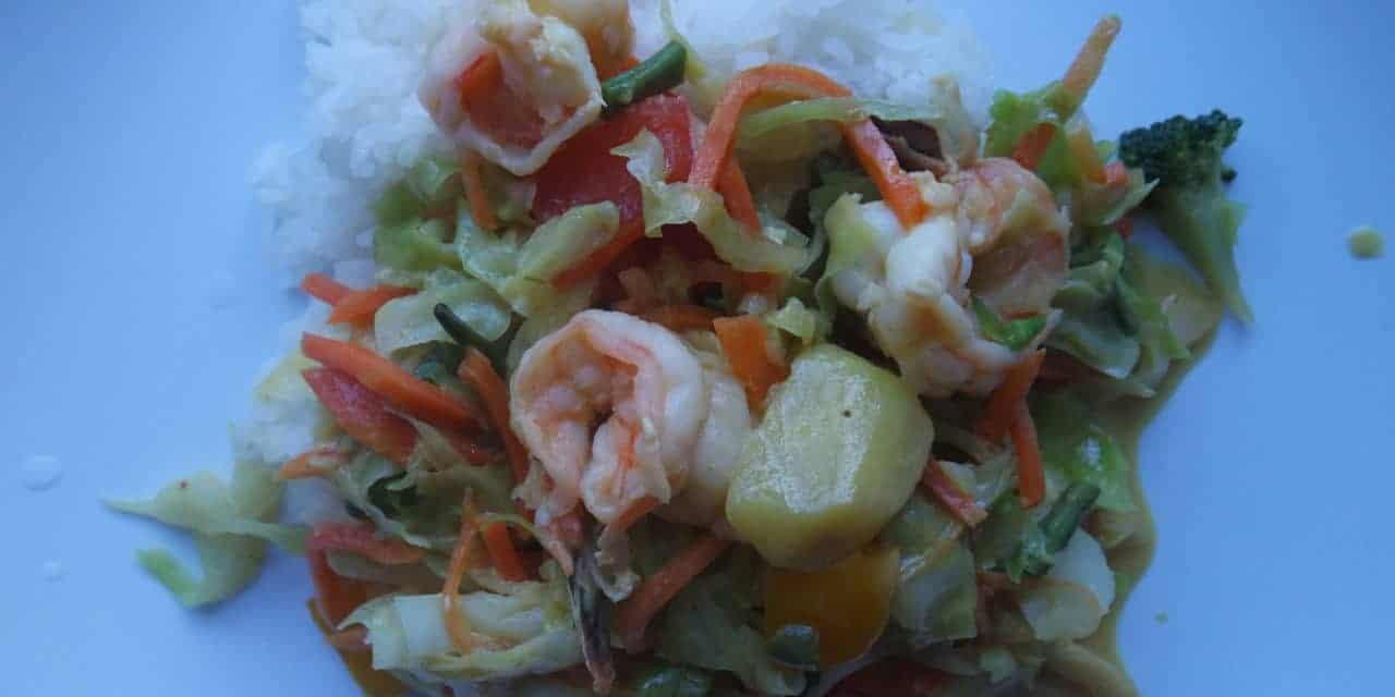 Gele curry met gamba's en rijst