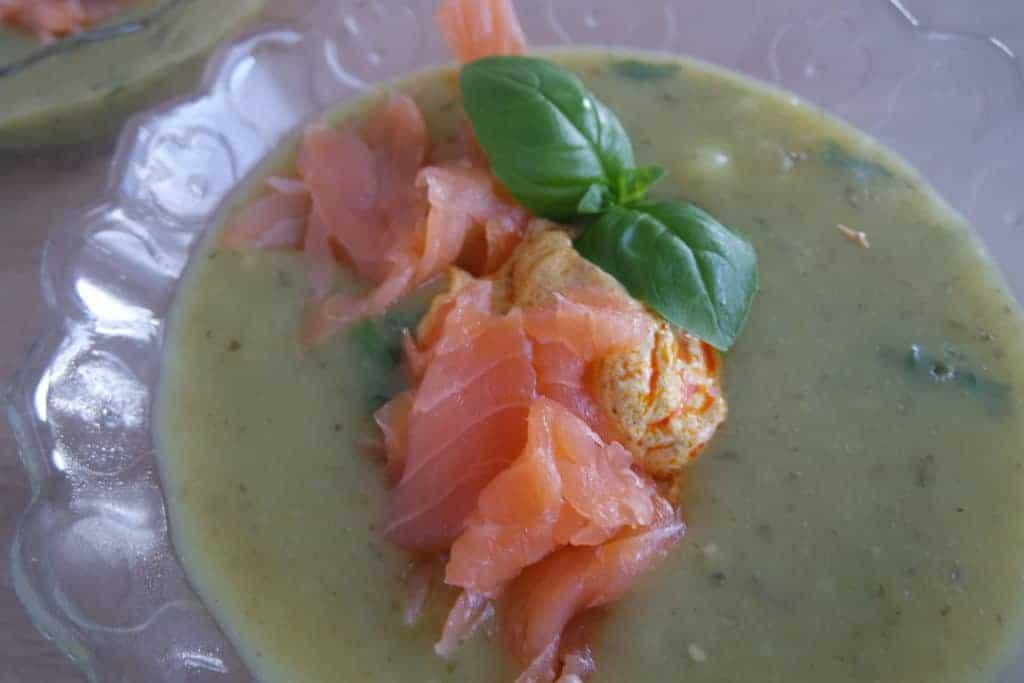 soep, kerrie-basilicumsoep met zalm