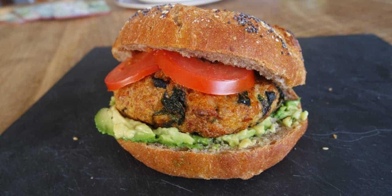 Kruidige kipburger met spinazie