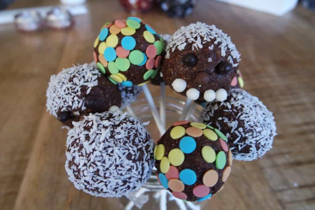 choco-dadel lollies
