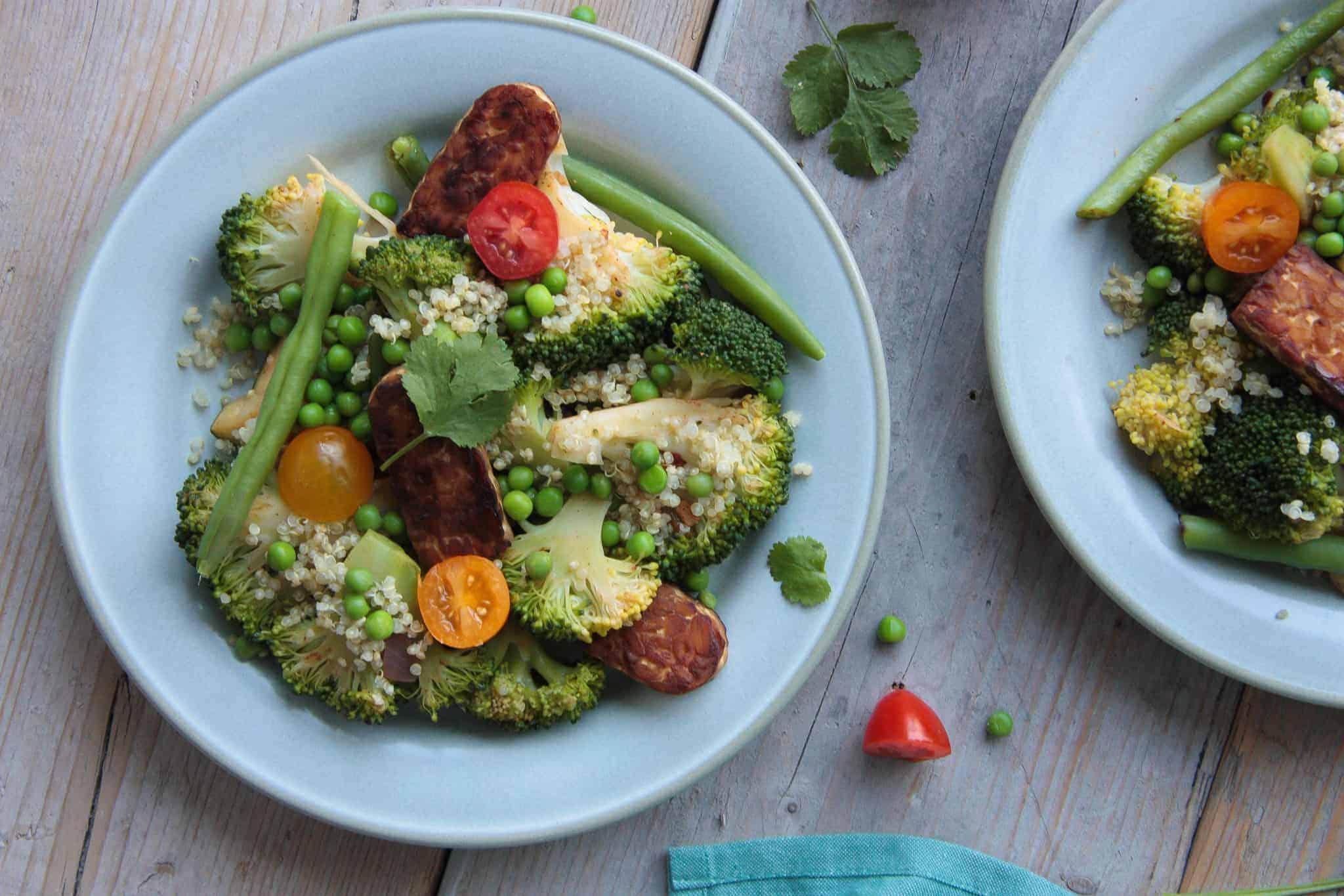 quinoaschotel met pittige tempeh, quinoa