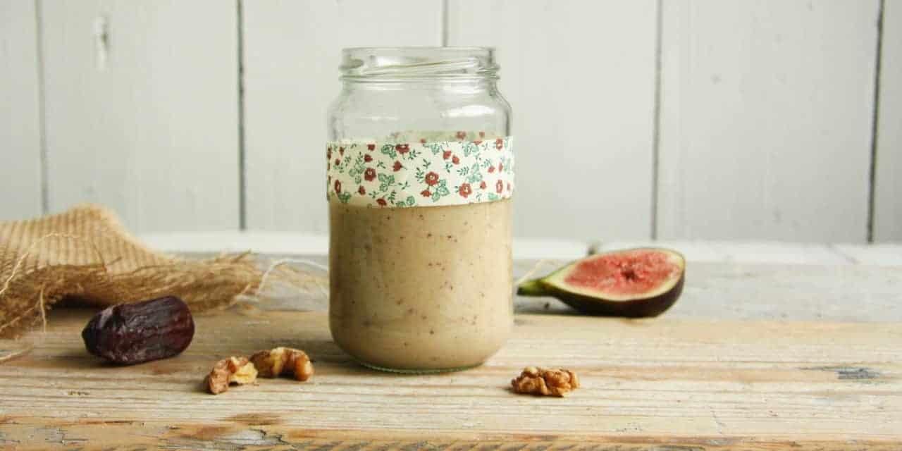 Amandelmelk smoothie met walnoten en vijgen