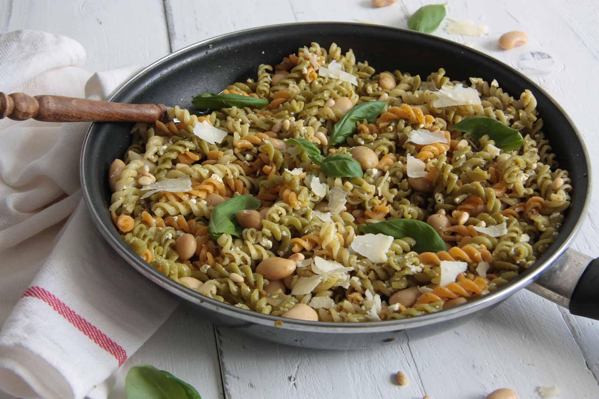 vegetarische pasta, pastarecept, fusilli, pesto, limabonen