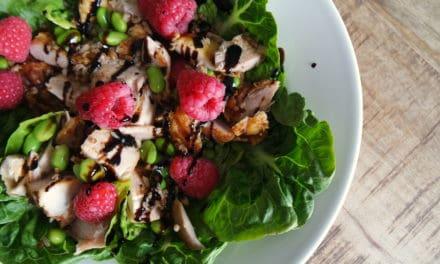 Supersnelle salade met kip en frambozen