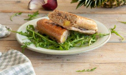 Volkoren panini met tonijn en ananas