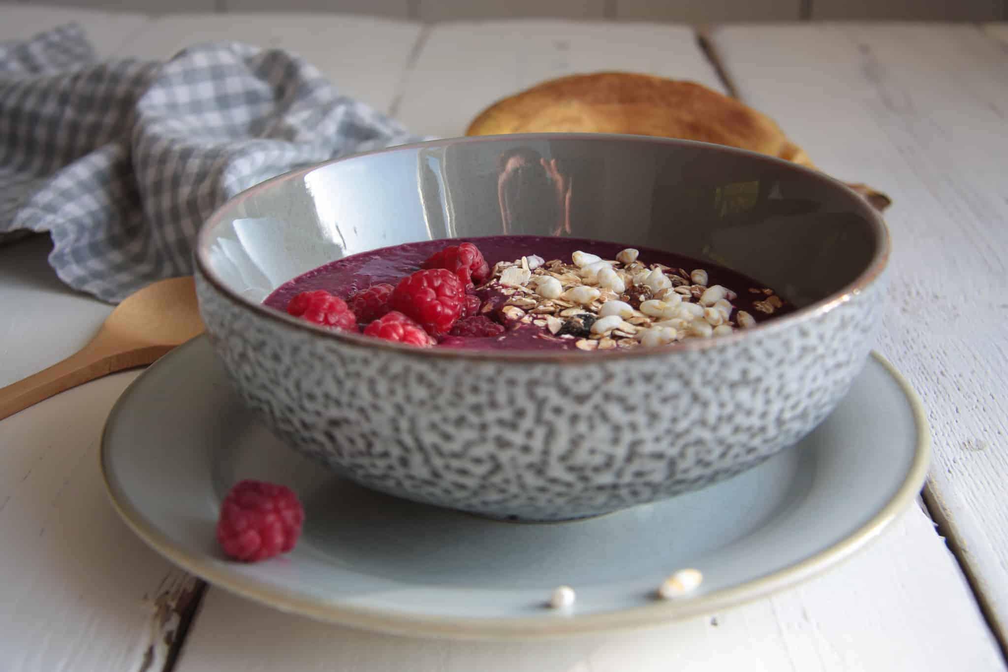 smoothiebowl met rood fruit en bietjes