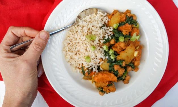 Korma wok met zoete aardappel en kikkererwten