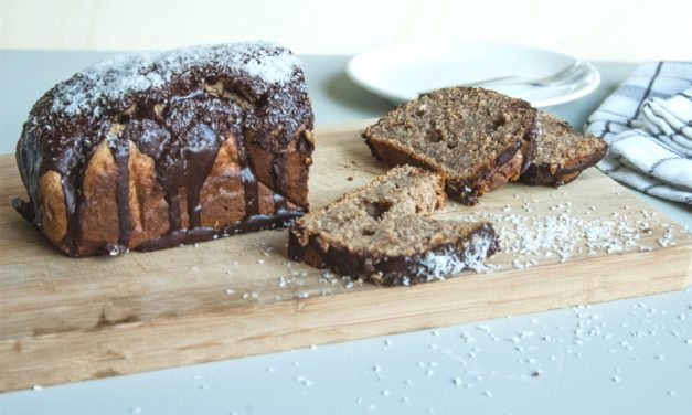 Gezonde chocoladecake die naar Bounty smaakt