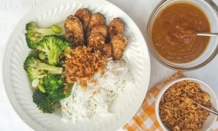 Tempeh uit de wok met satésaus