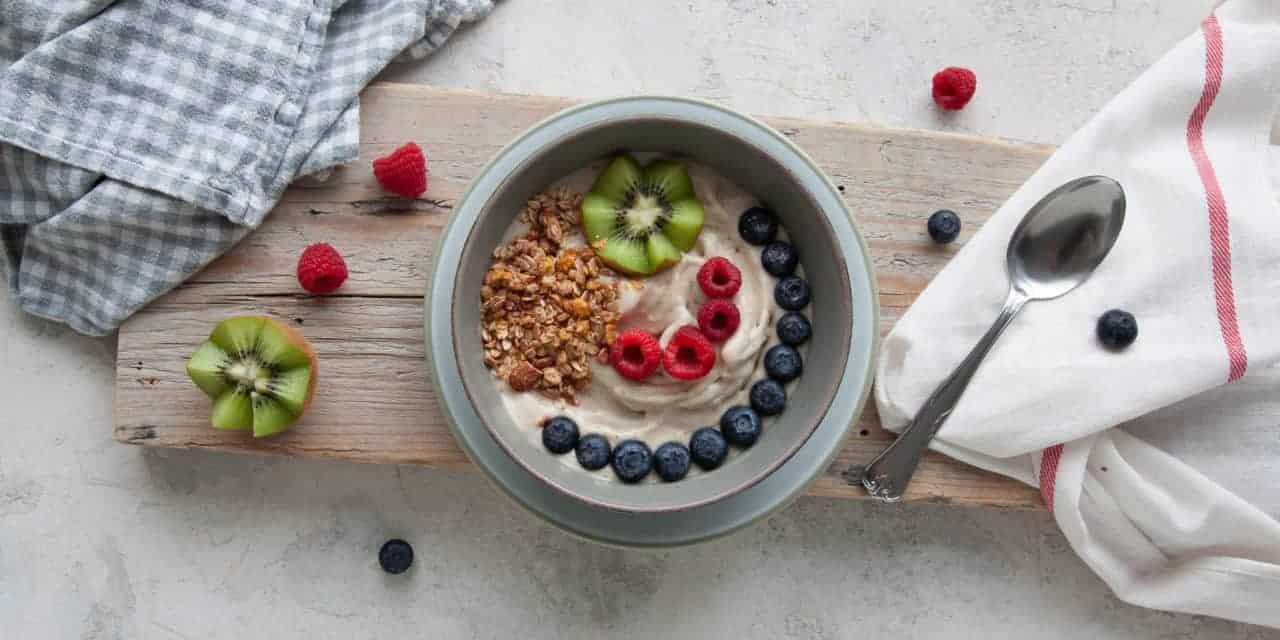 Feestelijk en gezond ontbijten met bananenijs