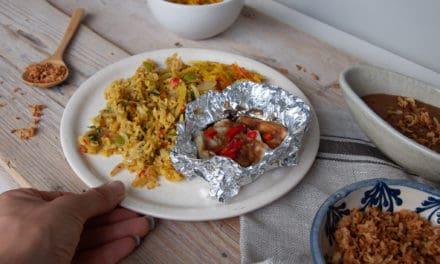 Nasi met pittige vis en pindasaus