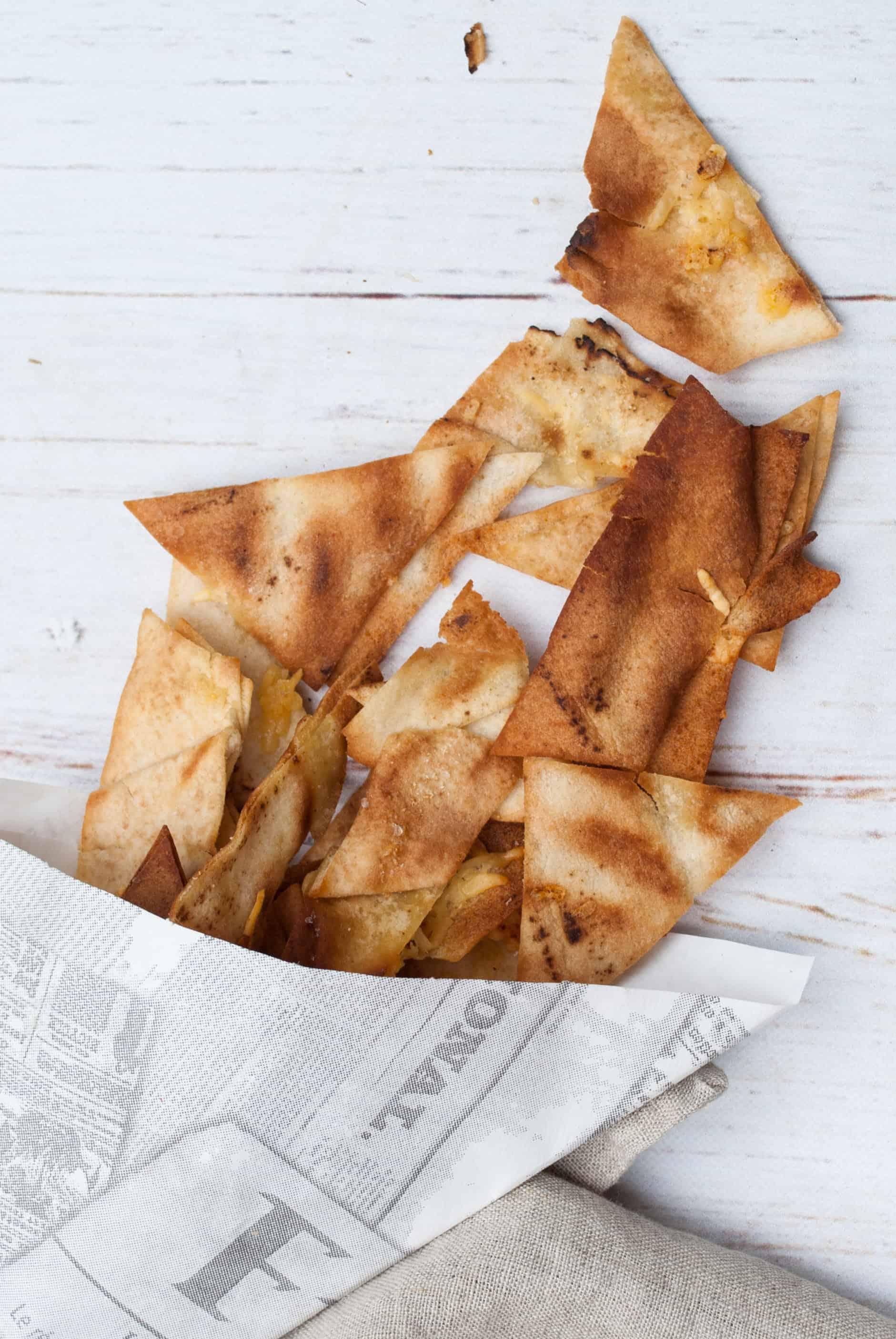 Deze keer een recept van Donna Hay uit haar kookboek voor kinderen. Kaas-uien-chips. Een gezonde snack, kidsproof en zo makkelijk te maken!
