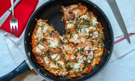 Italiaanse frittata met fusilli pasta