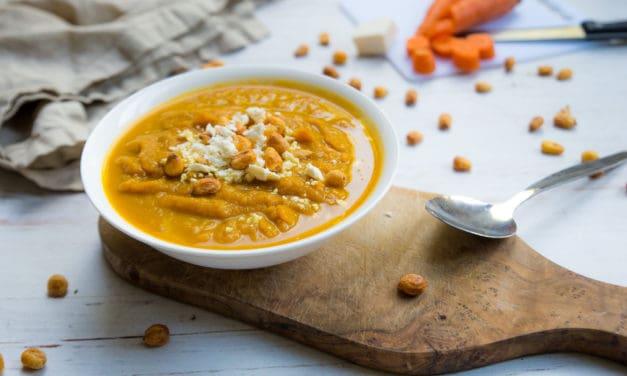 Geroosterde wortelsoep met zoete aardappel