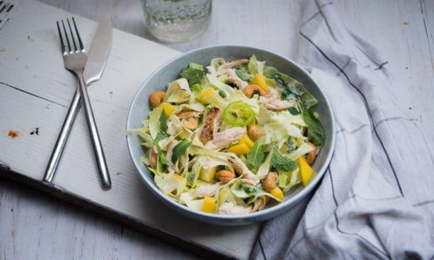 Salade met spitskool, kip en cashewnoten