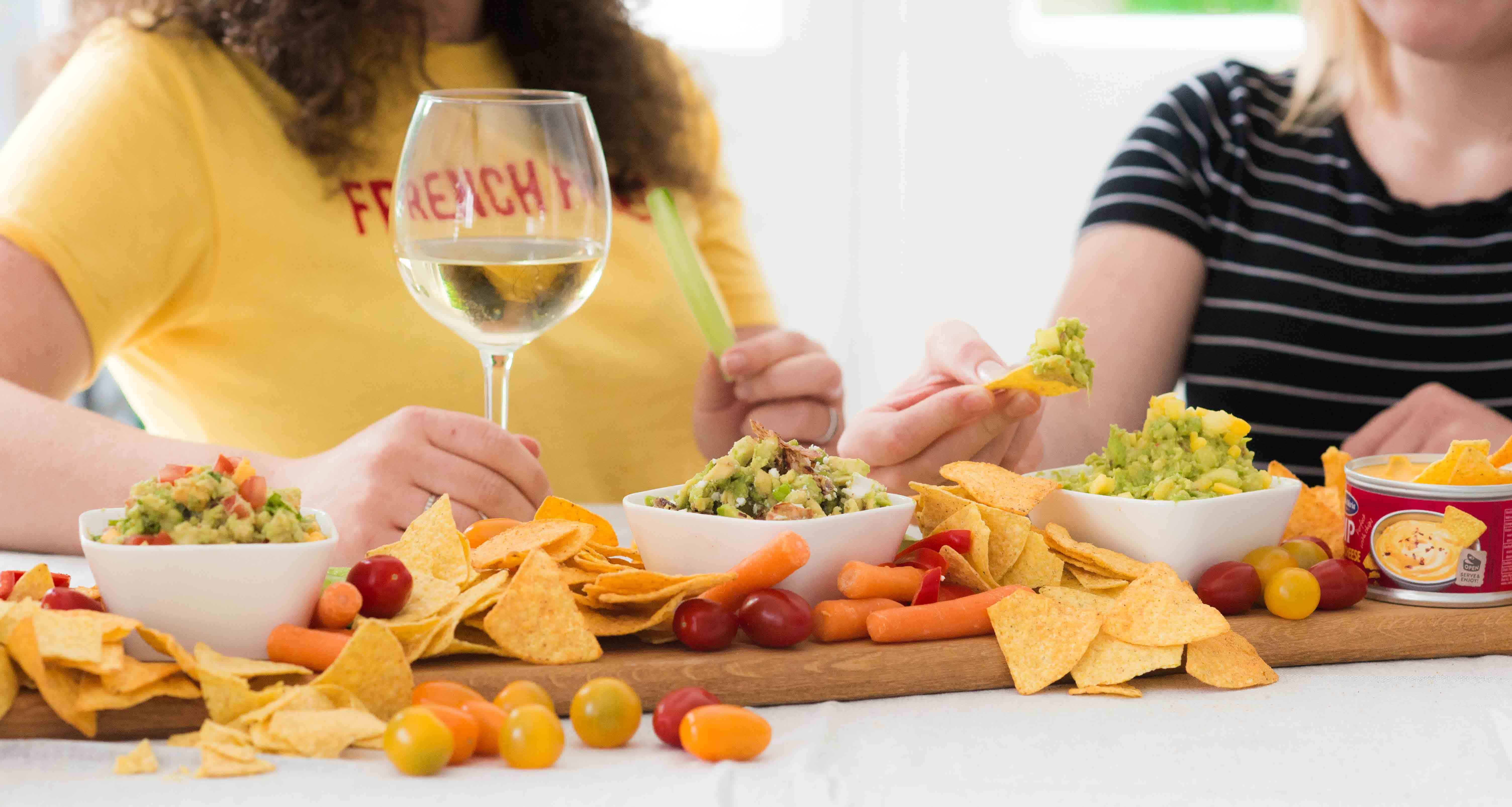 Santa Maria Dip Nacho Cheese Style, borrelplank, tortilla chips, avocado, guacamole
