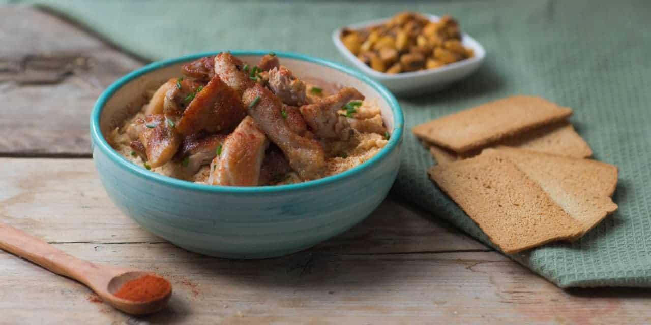 Hummus met kip: lekker op brood of toast