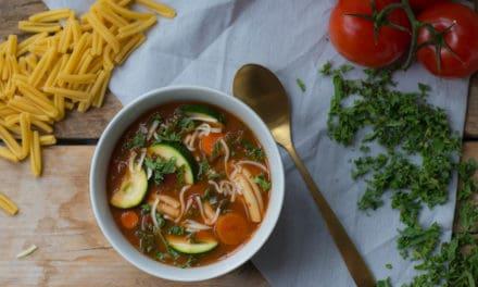 Winterse minestrone met boerenkool en courgette