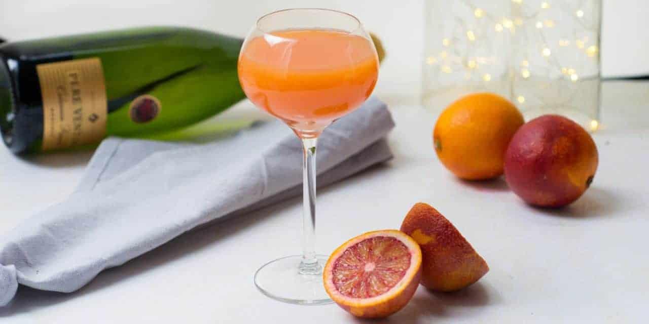 Dry Valentine-smoothie of mimosa met bloedsinaasappel