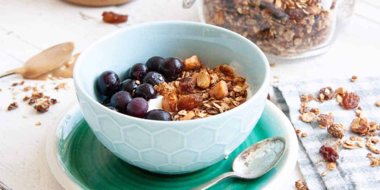Zelfgemaakte pindakaas granola