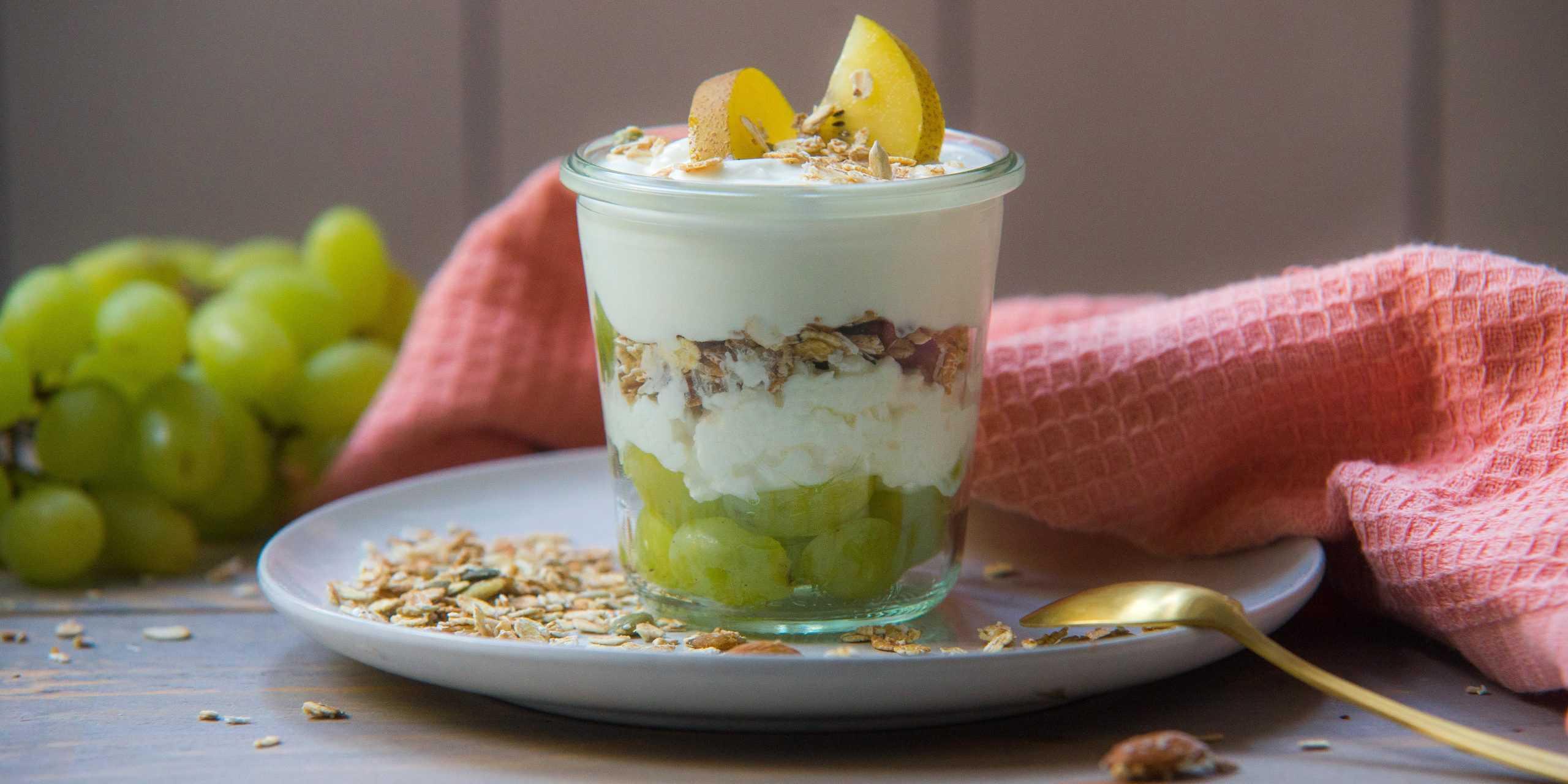 Hüttenkäse ontbijt bowl met kiwi, ontbijt, Hüttenkäse, kiwi