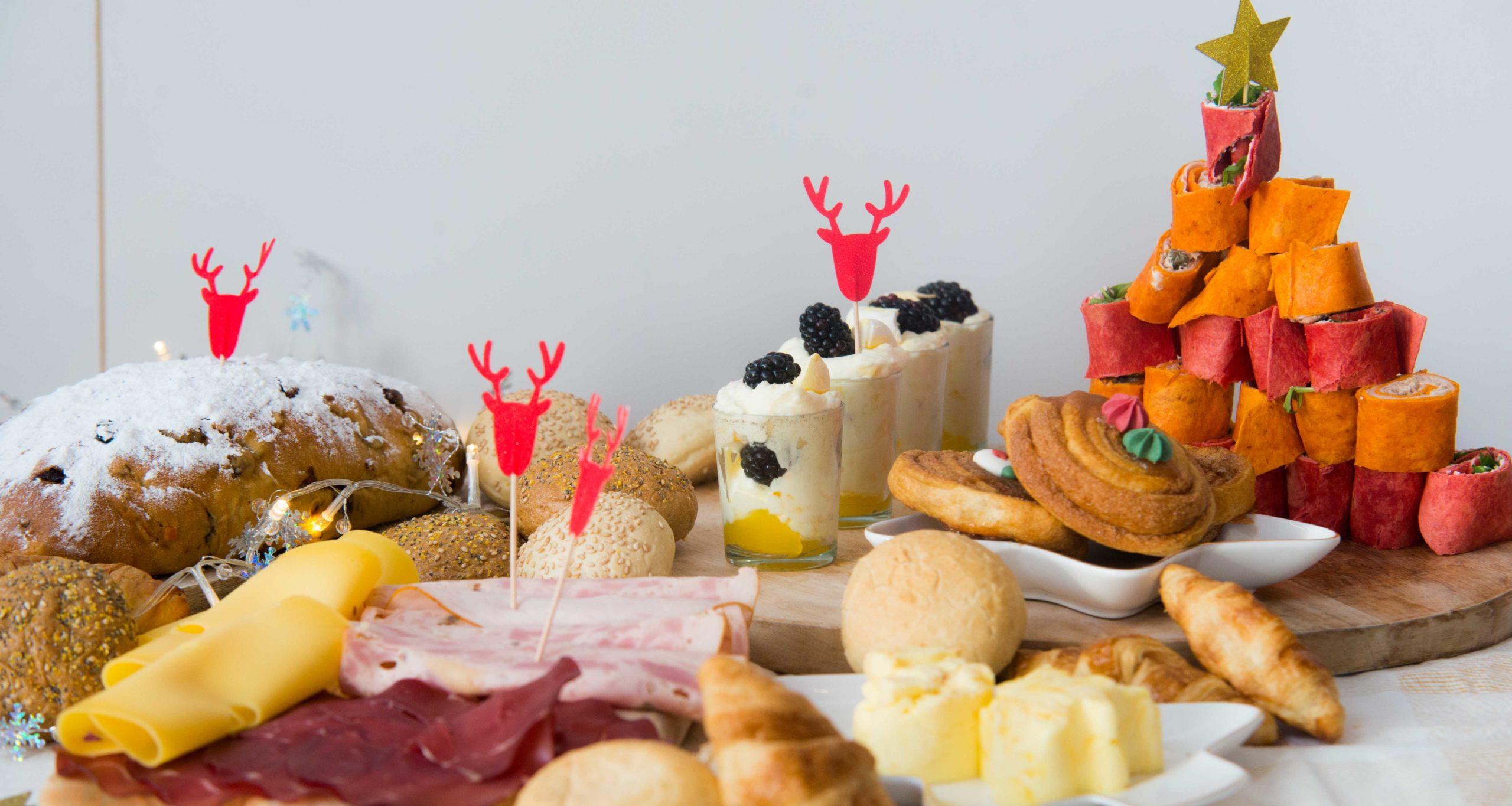 kerstontbijt plank, kerst, ontbijt, boter, wraps, cinnamons Rolls