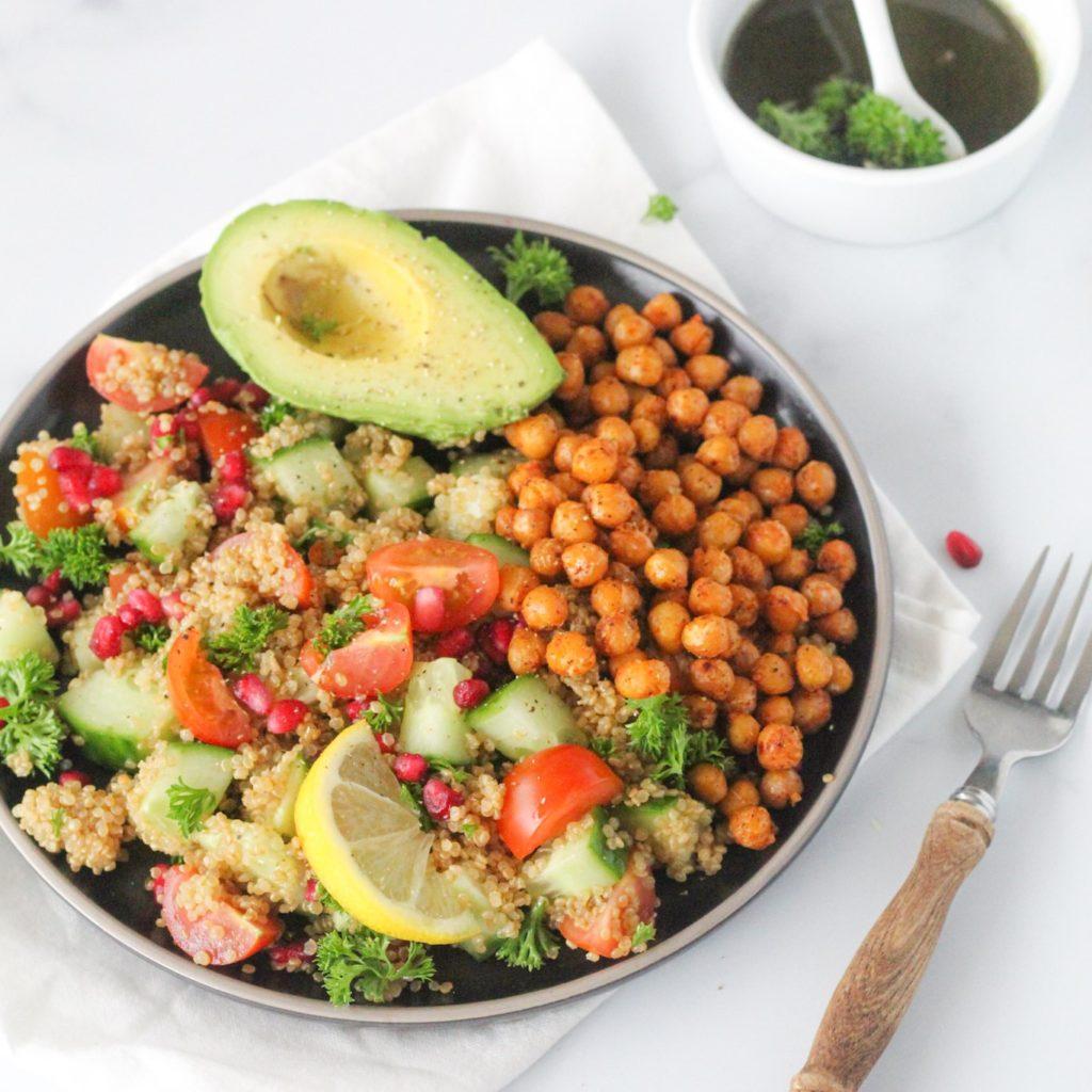 quinoa salade met kikkererwten, green juice