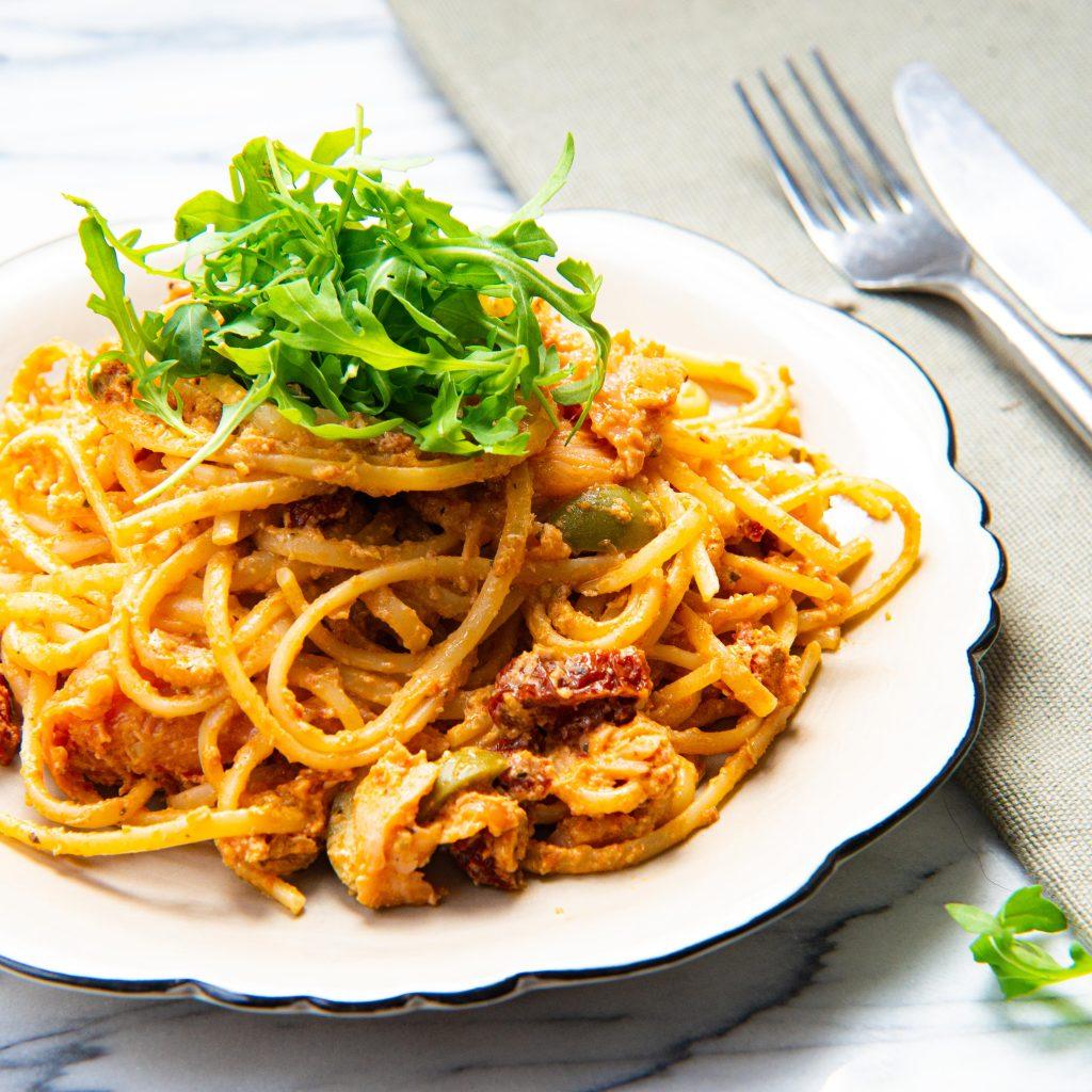 pasta met romige feta saus en zalm